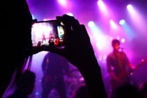 La música, un arma para promover la igualdad o para normalizar el machismo