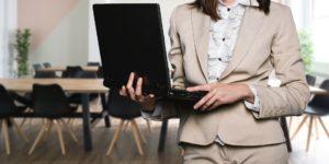 Mujeres en alto cargos de dirección