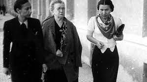 Lucía Sánchez Saornil durante la visita de Emma Goldman a España